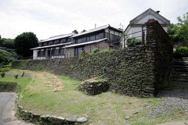 外海地域に赴任したフランス人宣教師のド・ロ神父が明治16年(1883)に創建した女性の為の福祉施設「旧出津救助院」である
