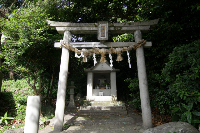 より集落に近い門神社では「島原の乱」から逃れてきた本田敏光(ほんだよしみつ)というキリシタンを「サンジュワン様」として祀っている