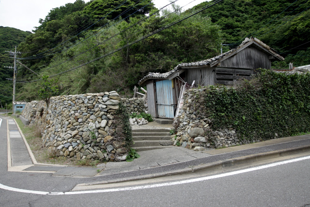 世界遺産の範囲に含まれている家屋は、この屋根の抜け落ちた廃墟と――