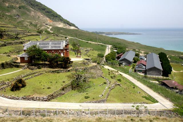 潜伏キリシタンが住んでいた野首集落跡。現在は旧野首教会堂と旧野崎小中学校(を利用した宿泊施設)が残るのみだ