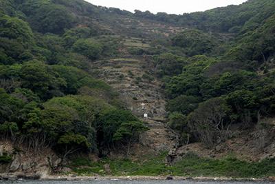 ちなみに野崎島もうひとつの潜伏キリシタン集落である舟森集落跡は、トレッキングツアーがある他、帰りの船から見ることができます