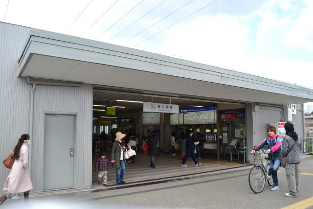 近鉄高の原駅に到着。テンションあがってるのぼくだけ。
