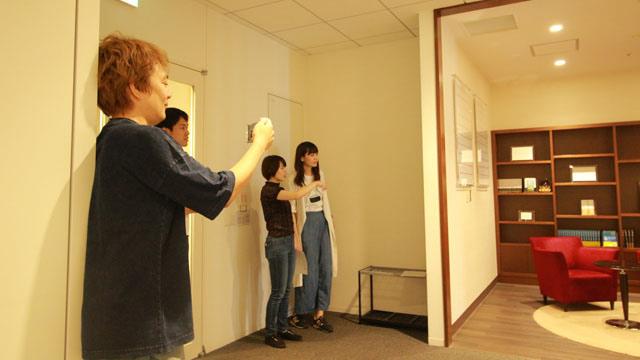 ここだけ撮影は編集部 林さん。奥で與座さんと井口さんが作戦会議をしてるな