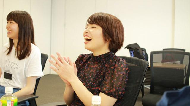 與座さんは自分の写真を見て「カッコいい」と自画自賛していた