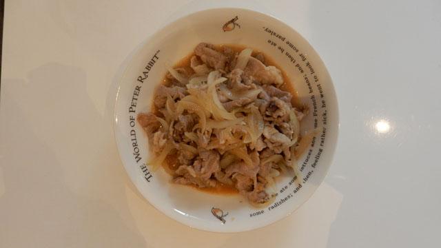 肉は玉ねぎと、和風おろしドレッシングで炒めて食べた。