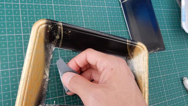 ちなみに、切り口のギザギザしてしまった部分は、目の細かい紙ヤスリで整えられた。