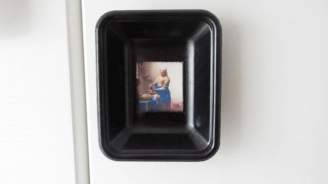 これはフェルメールの『牛乳を注ぐ女』