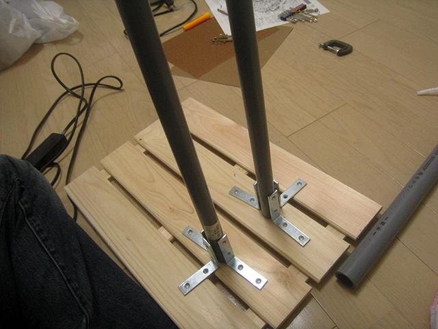 支柱をすのこに固定すれば…