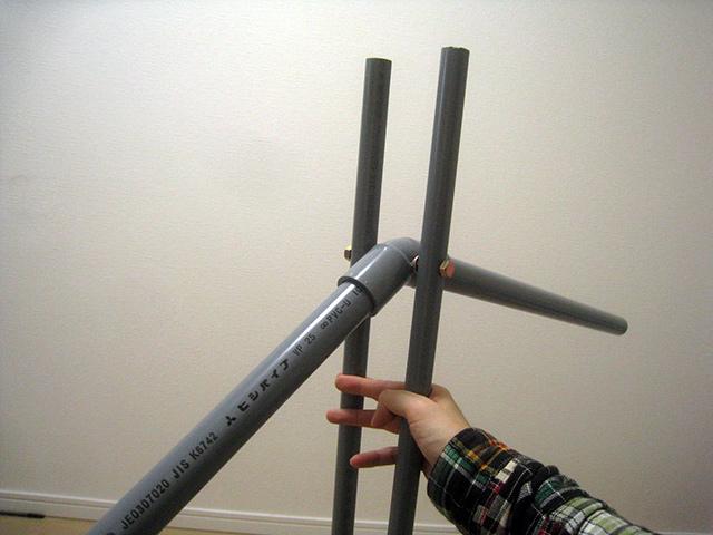 2本の支柱の長さが違う→長い方を切る→切りすぎて短く→長い方を切る→…(※4回繰り返し)