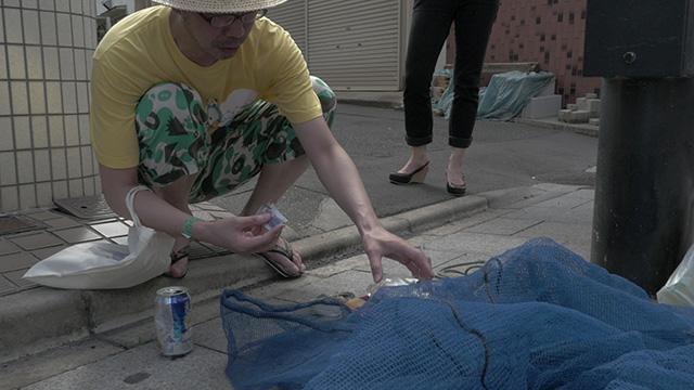 ゴミのネットの下にお弁当を置いておくのはリアリティ系