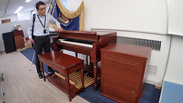 ハモンドオルガンという楽器。宮城さんが興奮していたのですごいものなのだろう。右側にある箱がスピーカー。