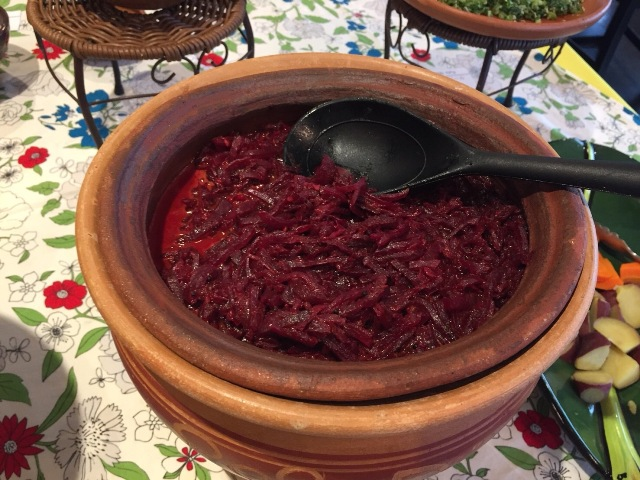 これはスリランカカレーでは割と定番のビーツのカレー。カレーといっても辛さはほとんどなく、むしろ野菜の甘みが感じられる
