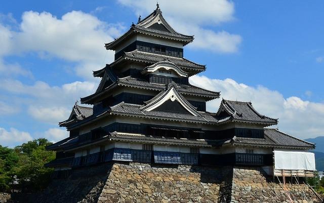 松本城は同じ(5階)6層。これと同じように立派なお城ができていた?