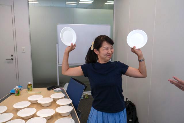 そして僕に続くように橋田さんは「焼きそば」をゲット。やっぱり思わず両手を挙げてしまう嬉しさがある