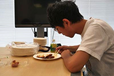 藤原さんの評価の通りカボチャとイモは胃にずっしりときた。腹がパンパンになってキツかった。