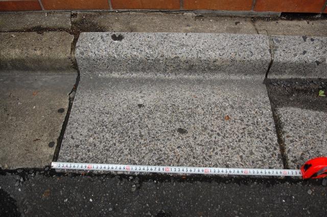 側溝の長さ。60cm。