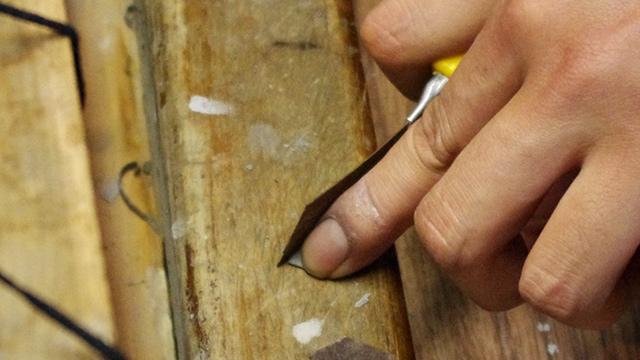 砥石つき和紙はカッターで指サイズに切られ……