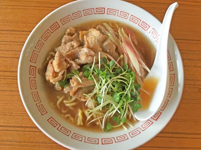 「味噌と醤油スープの素を気まぐれミックスのミョウガのせ中華そば」。