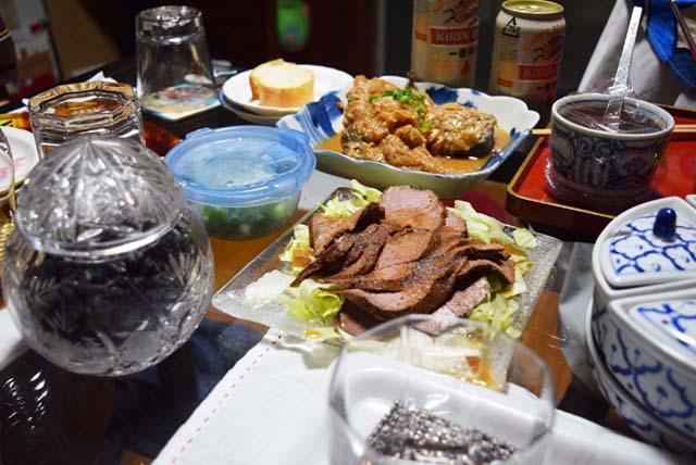 ローストビーフや鯖の味噌煮。