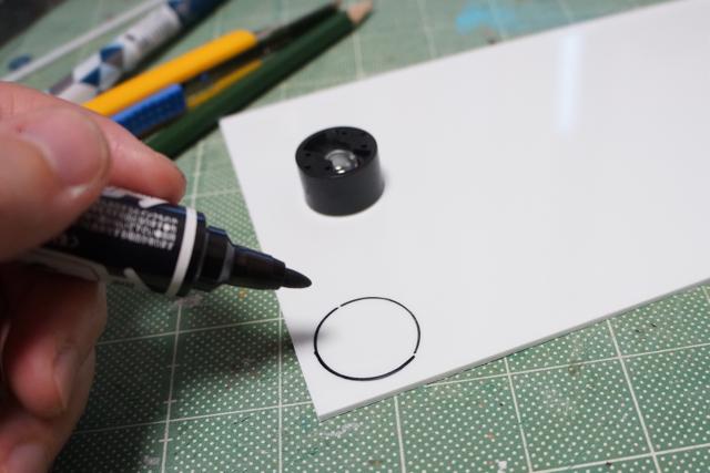 元絵をなぞるため、LED位置は正面左上の一角とする。