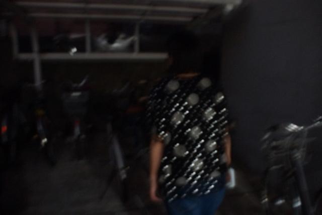 暗くて自転車がわからないわ…