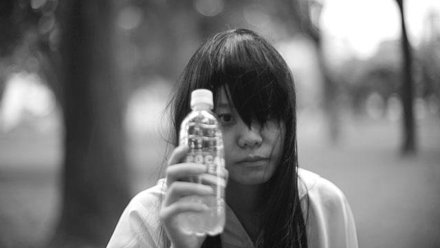 飲料水のCMっぽく……ならない――
