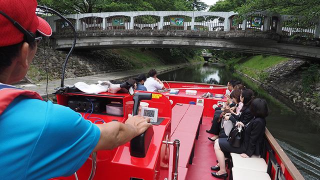 ステンドグラスがはめ込まれた橋。富山はガラス工芸が盛んなのだとか。