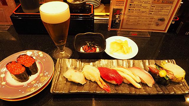 寿司の連峰が間近にクッキリと見えます!「旬の味覚7種盛り・かがやきセブン」(右)