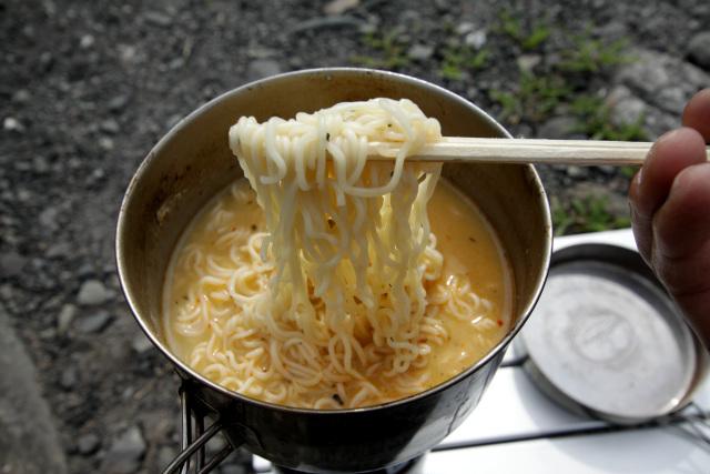 麺を持ち上げると、唐辛子の香りがプンと鼻を刺激した