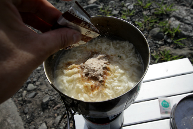 粉末スープはやや茶色