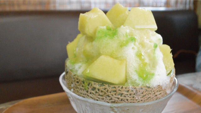 限定のマスクメロンスペシャル。メロンの果肉がゴロンゴロン入っていて、かき氷というよりメロンと一緒に氷を食べている感覚だった