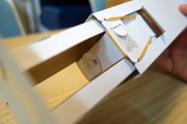上部の機構の底に吸盤がついていて、これで時限駆動を実現できる!
