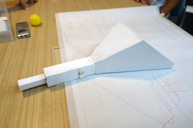ラクロス風遊具。これも輪ゴム駆動である。