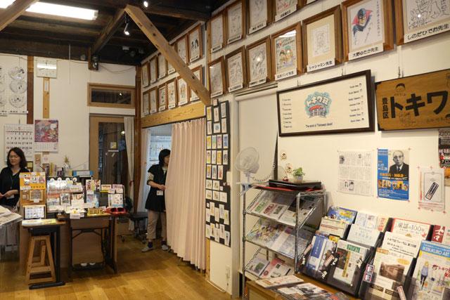 地元&トキワ荘の資料や、訪れた漫画家さんたちのサインがビッシリ!