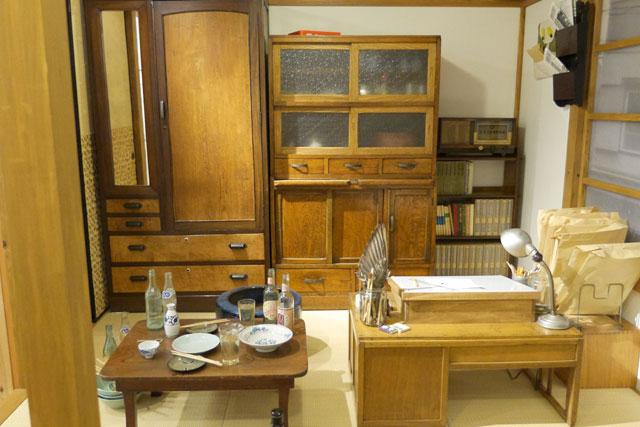 さらに2階の展示スペースには、当時のトキワ荘の部屋が再現されています(テラさんこと寺田ヒロオが住んでいた部屋)