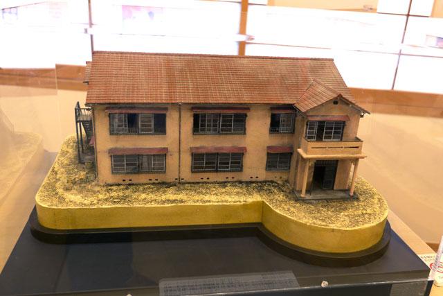 そして、復元計画に向けて作られた50分の1サイズのトキワ荘の模型も! コレが実物大で蘇るのか……ッ!