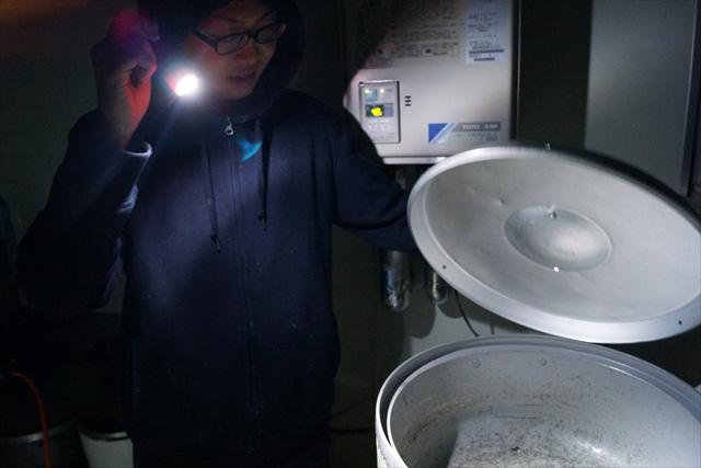鍋の蓋を開けてみたり。