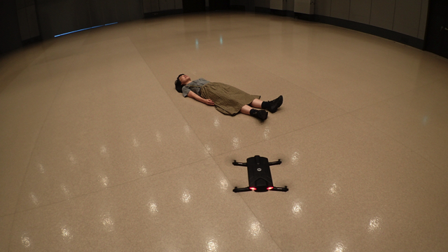 私は古賀さんの魂の気持ちでドローンを操縦します。