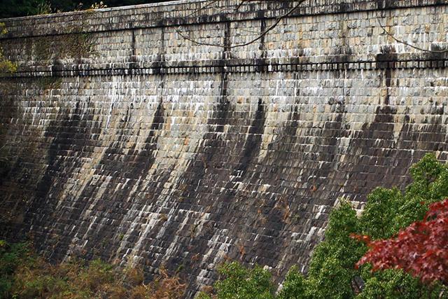 日本で最初の粗石コンクリートダム、布引五本松ダムも