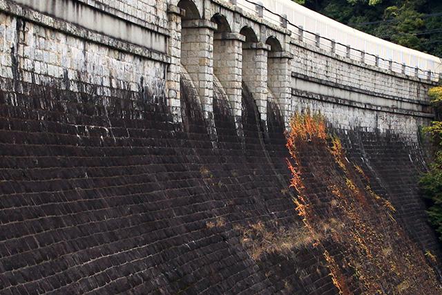 4番目に登場した立ヶ畑ダムも規則正しい石積み