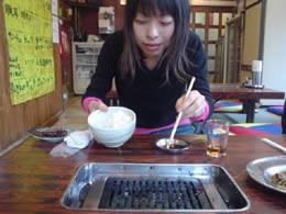 編集部の古賀さんが2004年に左利きにチャレンジしていた。こちらの記事。