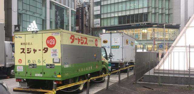 特に新宿東口のこの場所は遭遇率90%を超える。行けば大体遭遇できる、ターャジスの聖地だ。(筆者が勝手にそう呼んでいる。)