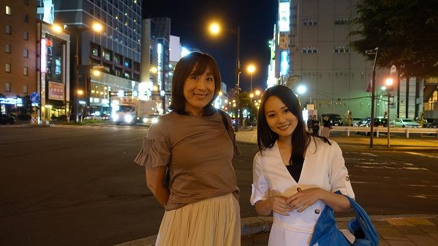 スポーツレポーターの高木聖佳さん(左)とタレントの阿井莉沙さん