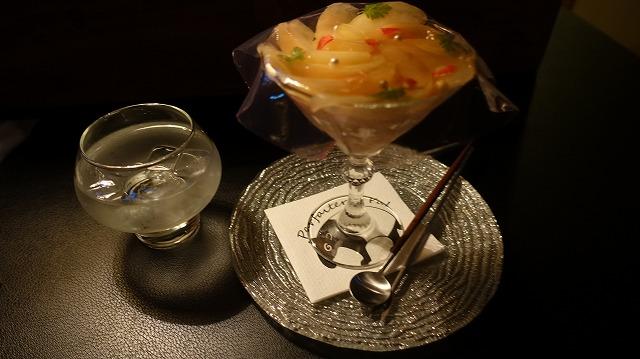 冒頭でも掲載した「夜パフェ専門店 パフェテリア パル」のパフェ。カクテルのゼリーがひらひらかぶさっている。芸術性がすごい