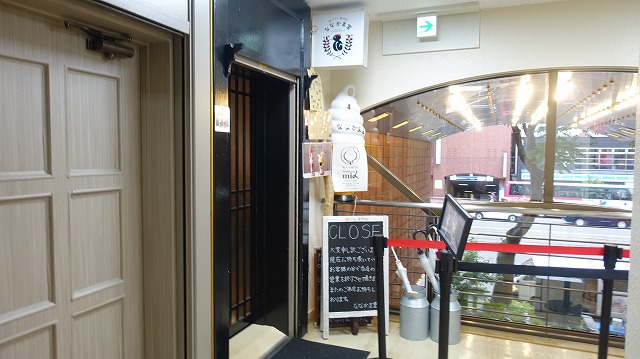 こちらも人気店の「ななかま堂」、開店したらさぞ並ぶんだろうなあという雰囲気。うおお……。