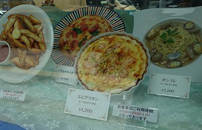 雪印パーラー、食事は11時からだがパフェは10時から食べられる。朝パフェも行ける札幌クオリティ