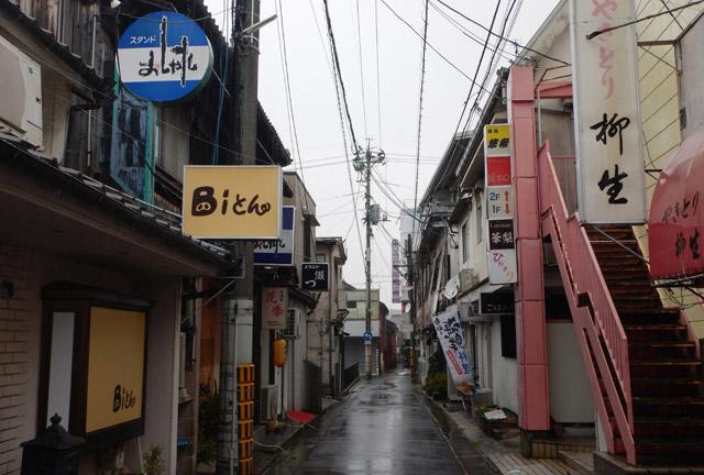 昼間立ち寄った柳井市の路地でずぶぬれ。