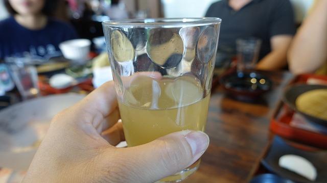 最初のろ過が終わった「一番麦汁」を飲ませていただいた。関西の「冷やし飴」ってこれのことらしい