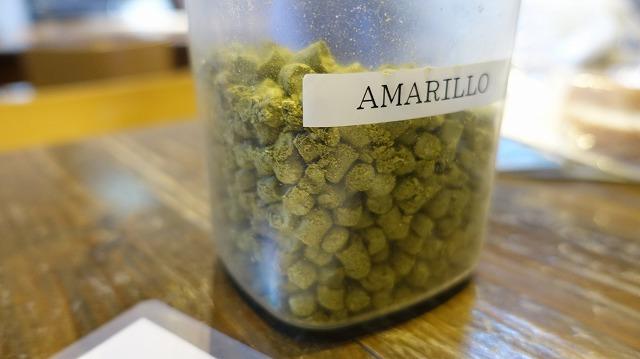 ホップとしては、生ホップよりも「ペレット」というホップを粉末にして固めたものをメインで使った(写真は「アマリロ」という品種のペレット。実際は「イエローサブ」という品種を使いました。見た目はどれもこんなかんじ)