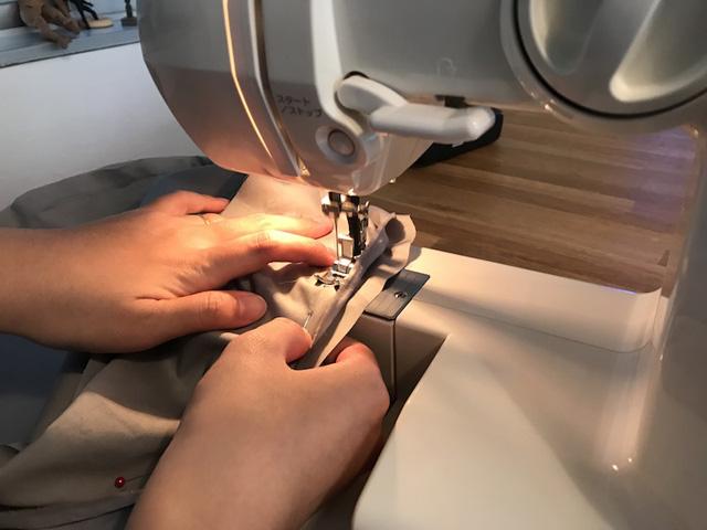 裁断できたミシンでドドドと縫い合わせる